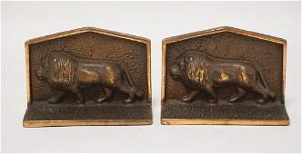 PAIR OF BRONZE LION BOOKENDS 5 12 IN WIDE 4 IN H