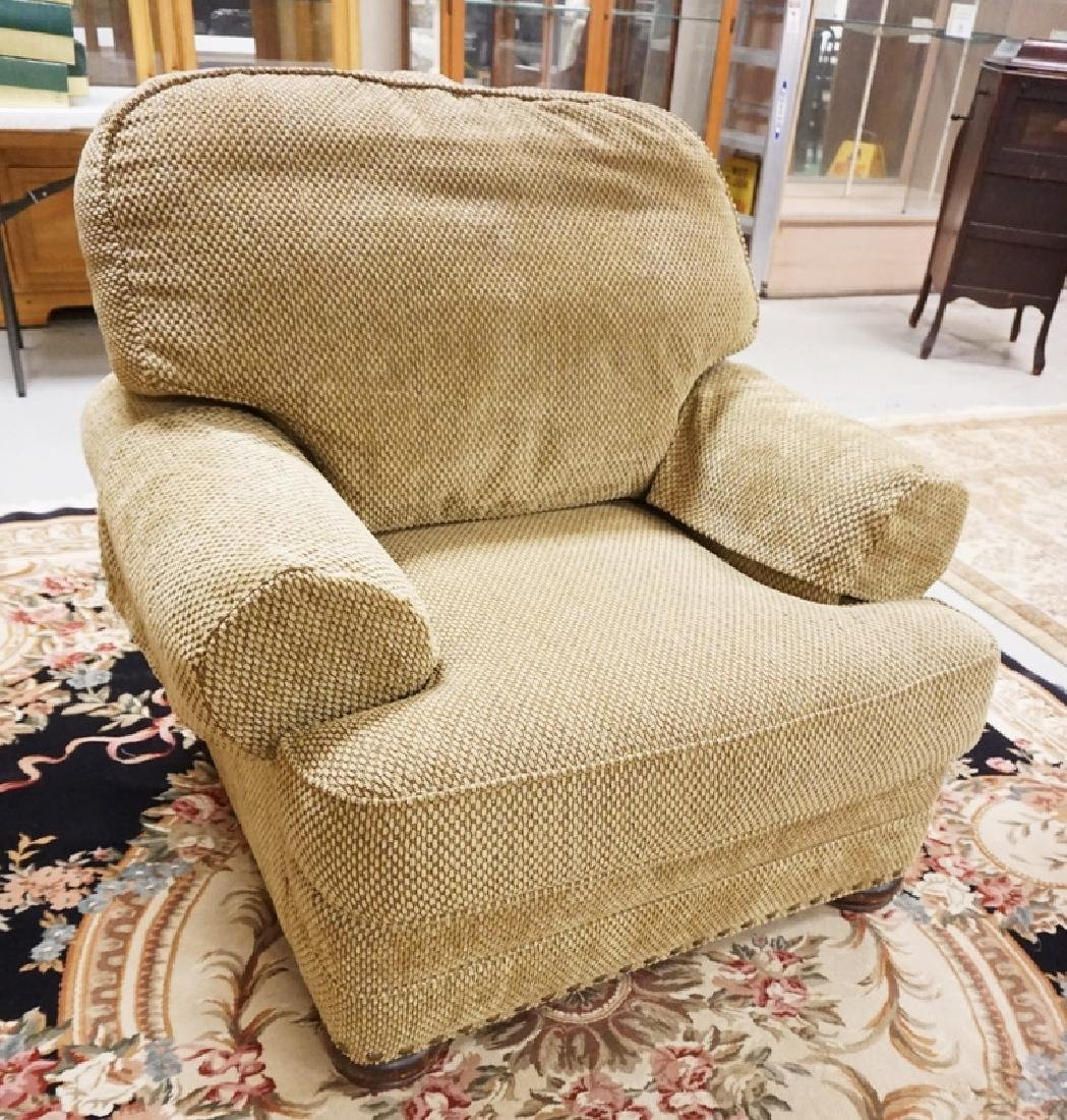 KING HICKORY UPHOLSTERED LOUNGE CHAIR.