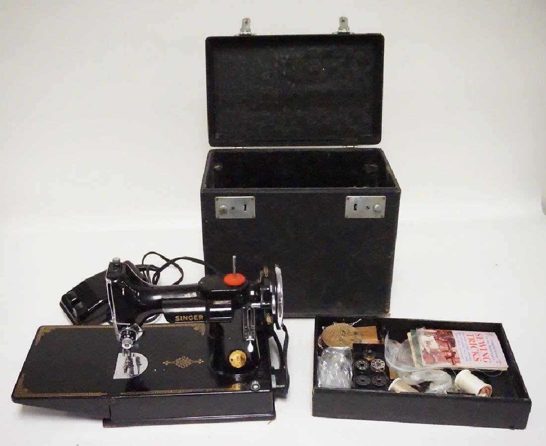 SINGER FEATHERWEIGHT SEWING MACHINE WITH CASE. SERIAL