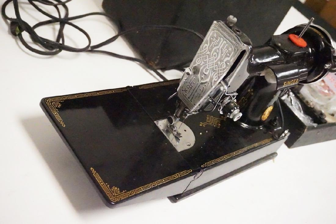 SINGER FEATHERWEIGHT SEWING MACHINE WITH CASE. SERIAL - 3