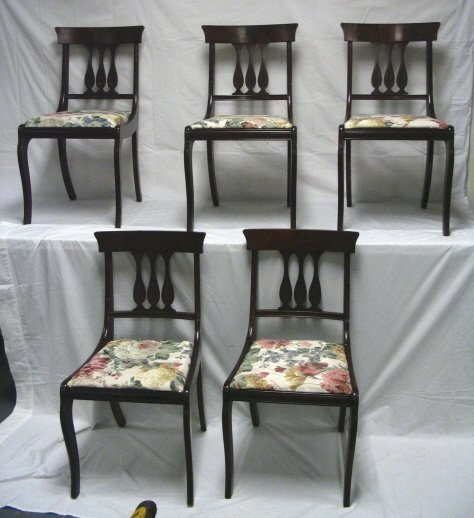 107: SET OF 5 MAHOGANY CHAIRS W/CARVED SPLATS