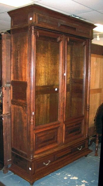 99: OAK BOOKCASE W/2 GLASS DOORS
