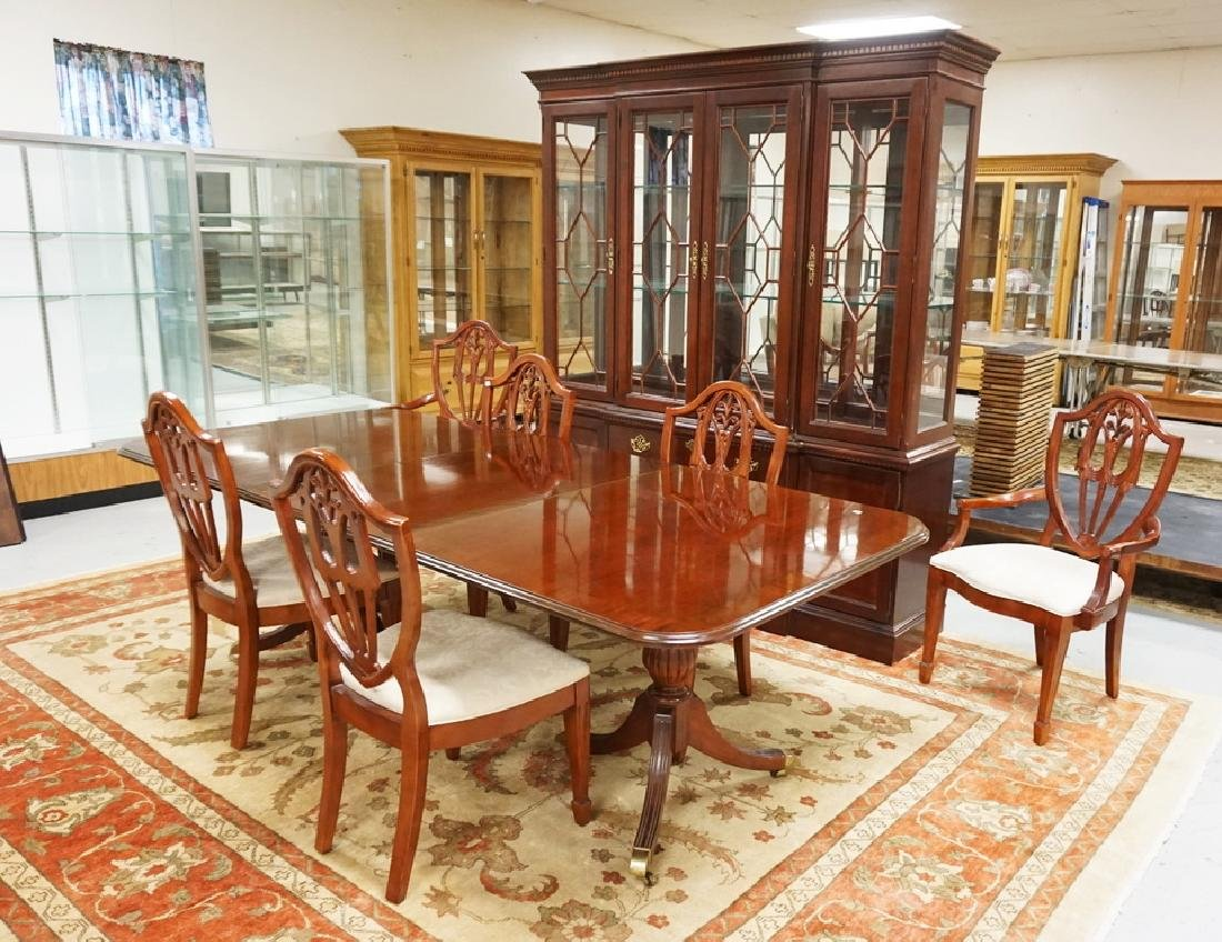 8 PIECE BERNHARDT MAHOGANY DINING ROOM SET.