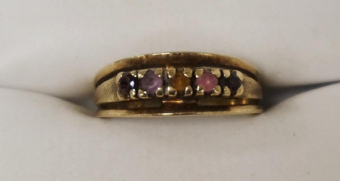 10K GOLD RING WITH MULTICOLORED STONES. 1.90 DWT.