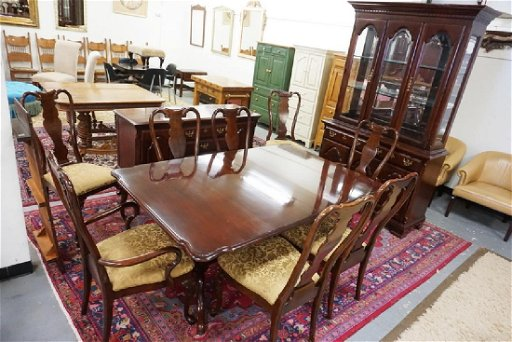 SUMTER CHERRY DINING ROOM SET