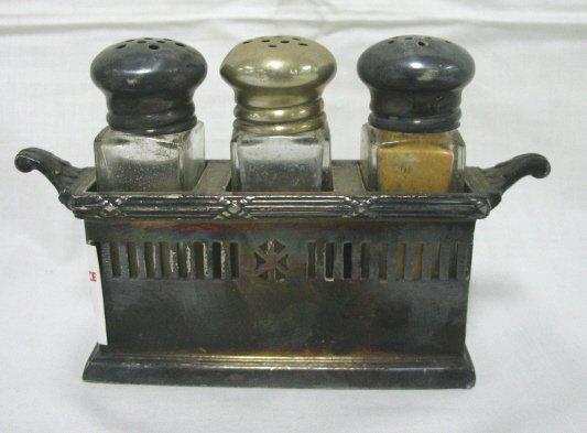 1023: RAILROAD PULLMAN SALT & PEPPER SET