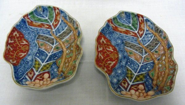 15: PR OF IMARI LEAF DISHES, CHARACTER SIGNED; 6 5/8 IN