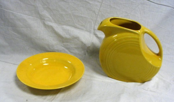 1023: FIESTA LOT; BRIGHT YELLOW; LARGE DISC PITCHER & S