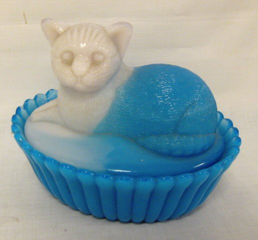 21: BLUE & WHITE OPAQUE CAT COVERED DISH; HAS THE *2* M