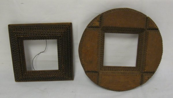 1004: LOT OF 2 SMALL TRAMP ART FRAMES; ROUND FRAME IS 1