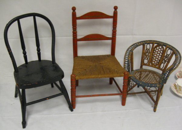 1009: GROUP OF 3 DOLL CHAIRS; HOOP BACK, PLANK SEAT (16