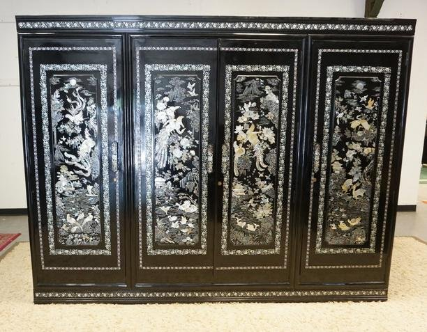 BLACK LACQUER ARMIORE WITH INTRICATE MOTHER OF PEARL