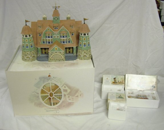 3002: DEPT 56; SEASONS BAY *GRANDVIEW SHORES HOTEL* W/3