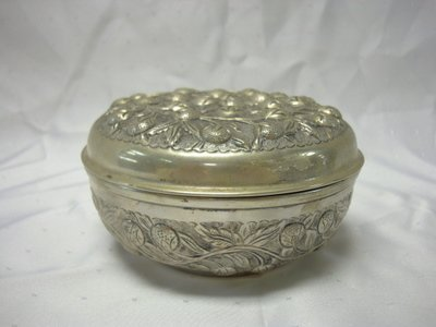 2006: STERLING STRAWBERRY EMBOSSED COVERED BOX (800); 1