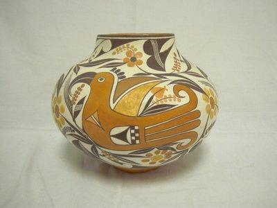 3052: SHYATESA WHITE DOVE LARGE DECORATED POT W/BIRD; 9