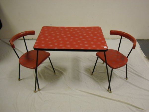 1160: KNOLL 3 PC CHILDS SET; TABLE & 2 CHAIRS; RED W/SI