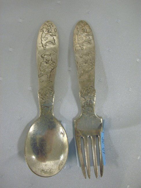 11: SILVER PLATED, EMBOSSED 3 LITTLE PIGS CHILDS SPOON