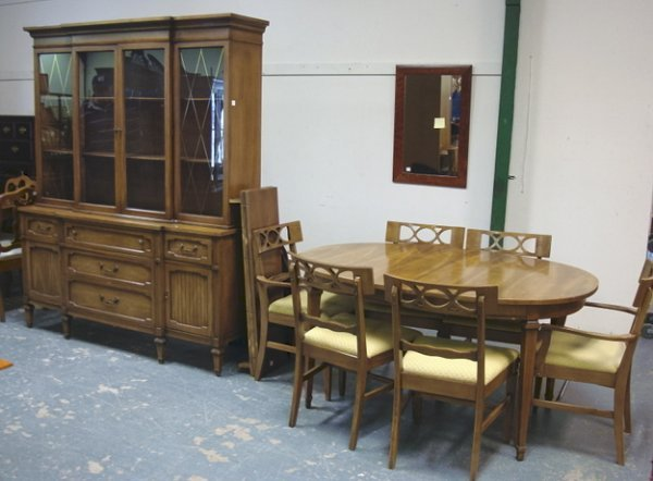 1137: 7 PC DINING ROOM SUITE; TABLE W/3 LEAVES (59 3/4