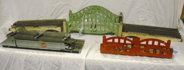 21: GROUP OF ASSORTED TRAIN BRIDGES