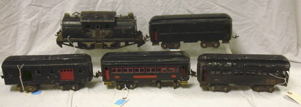179: LIONEL LOCOMOTIVE #380E TOGETHER WITH 4 TRAIN CARS