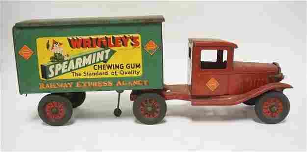 WRIGLEY'S SPEARMINT RAILWAY EXPRESS TRUCK