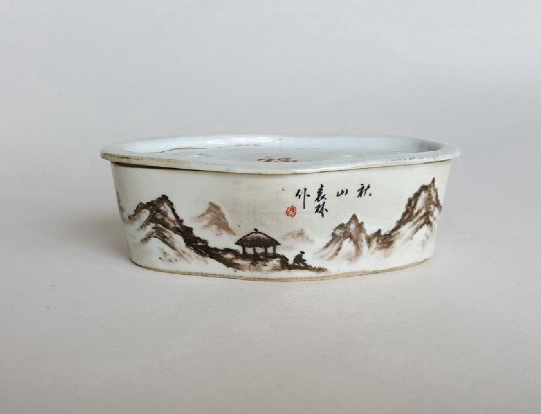 Chinese Porcelain Black Color Cricket Box