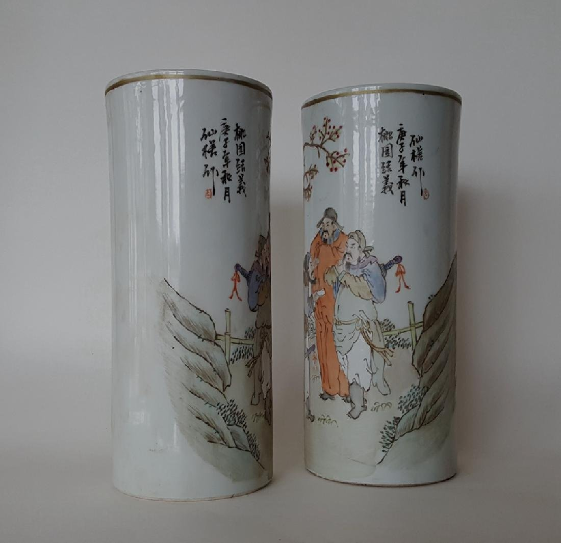 Pair Chinese Qiangjiangcai Color Porcelain Vases - 3