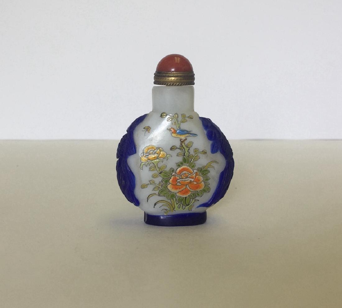 Chinese Liuli Famille Rose Snuff Bottle