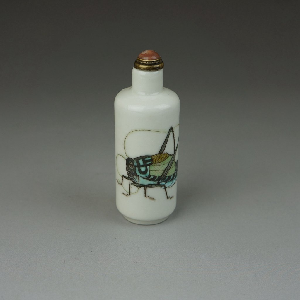 Antique Chinese Porcelain Famille Rose Snuff Bottle