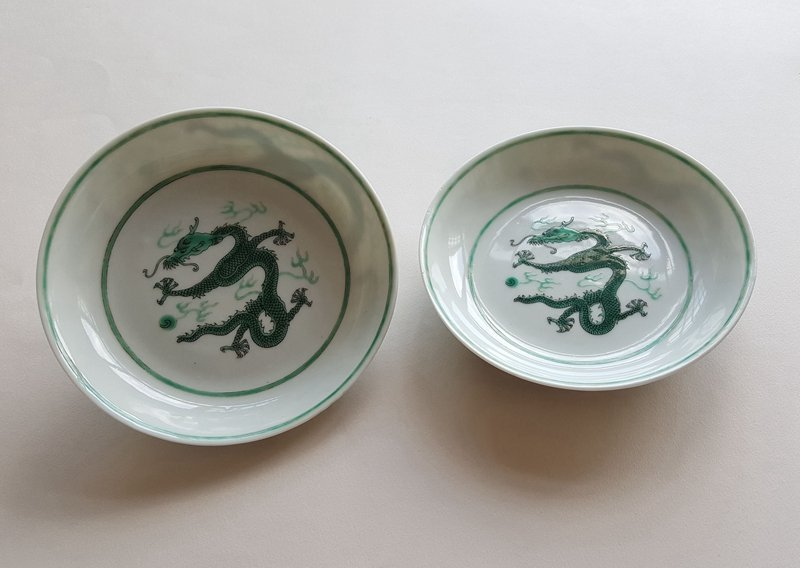 Pair Antique Chinese Famille Rose Porcelain Plates