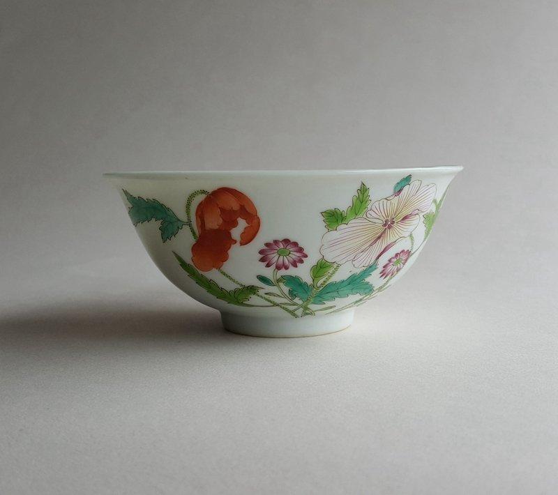 Antique Chinese Famille Rose Porcelain Bowl