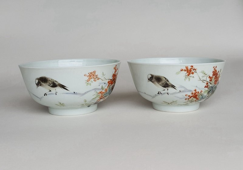 Pair antique Chinese famille rose porcelain bowls