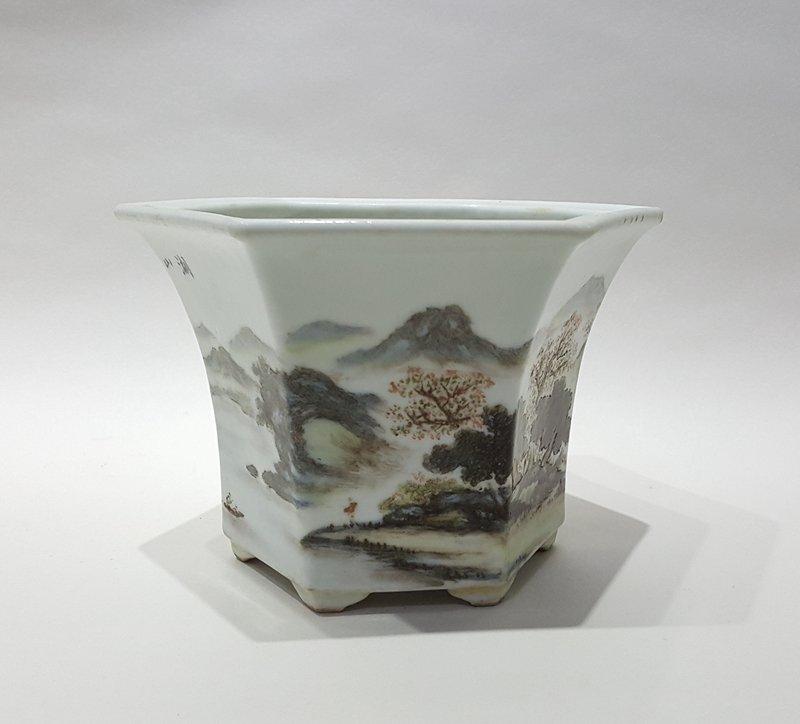 Antique Chinese Porcelain Famille Rose Flowerpot