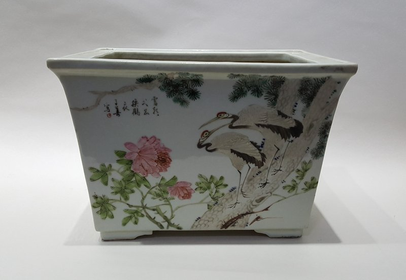 Large Chinese Porcelain Famille Rose Flowerpot