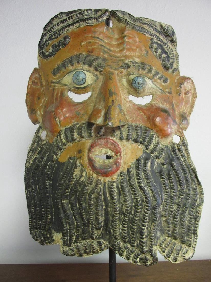 METAL FORMED MASK ON IRON STAND - 2