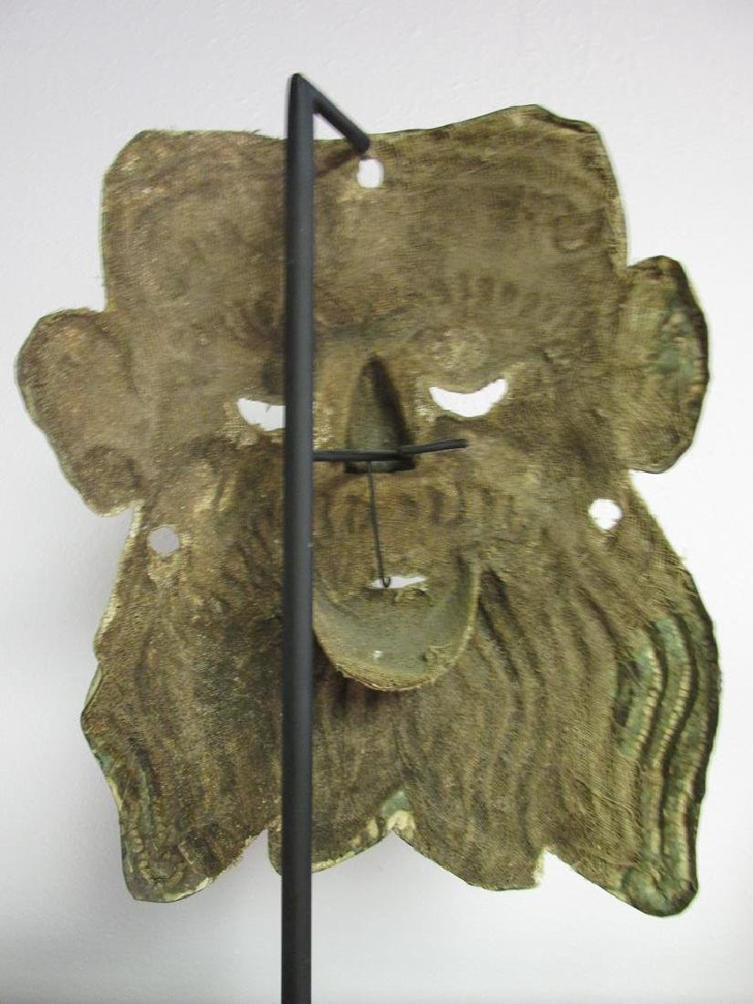 METAL FORMED MASK ON IRON STAND - 3