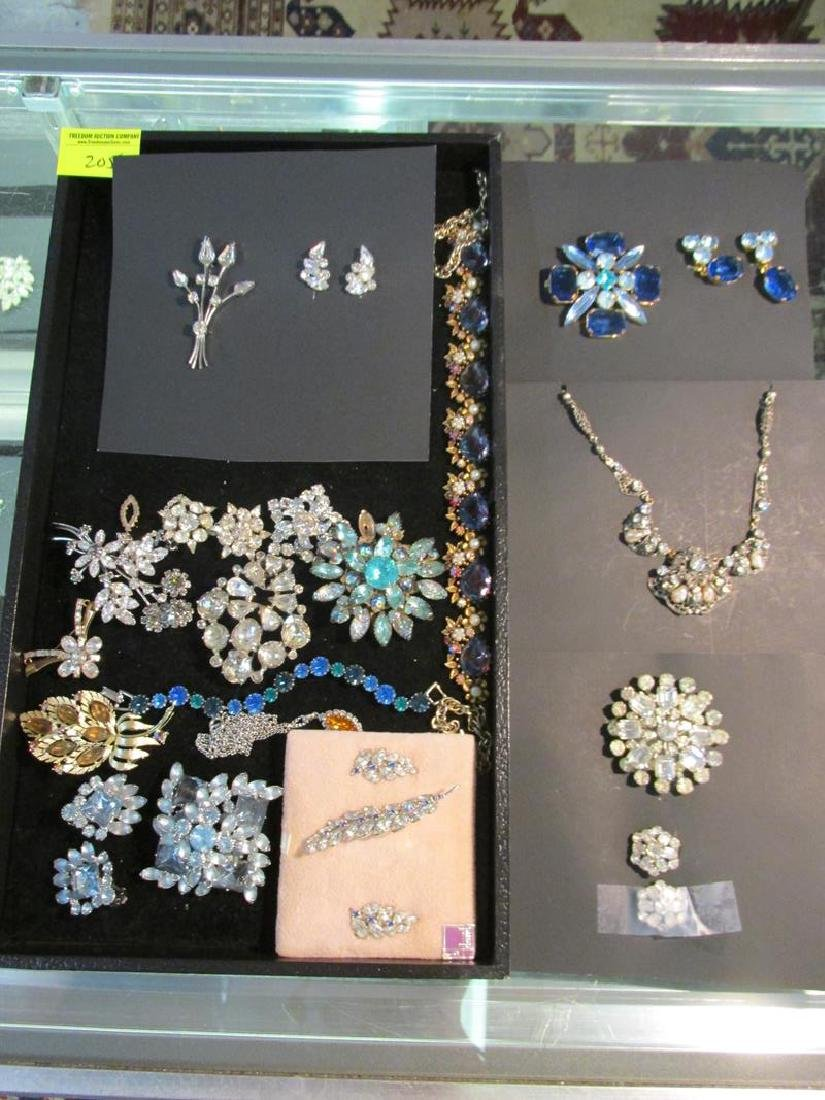 LOT OF VINTAGE RHINESTONE JEWELRY