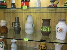 GROUPING OF STUDIO POTTERY