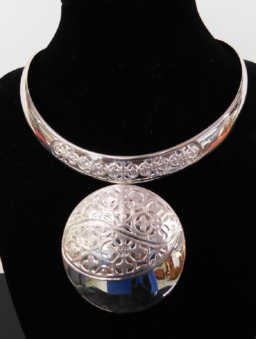 STERLING SILVER CHOKER WITH MEDALLION