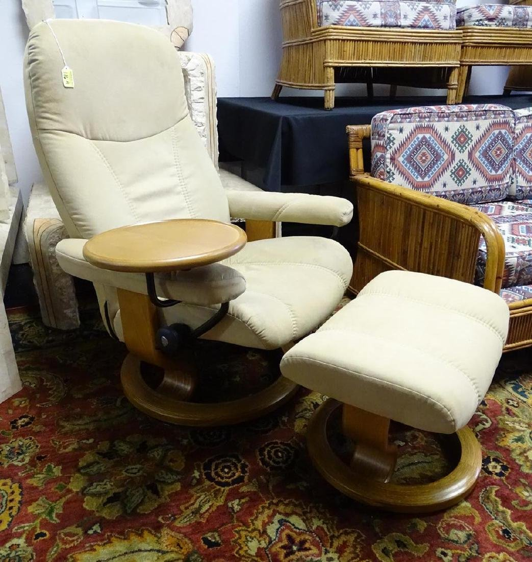 EKORNES STRESSLESS RECLINER WITH TABLE/OTTOMAN