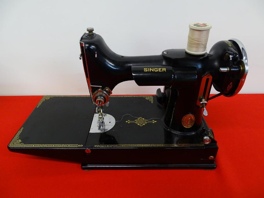 SINGER FEATHERWEIGHT SEWING MACHINE - 2