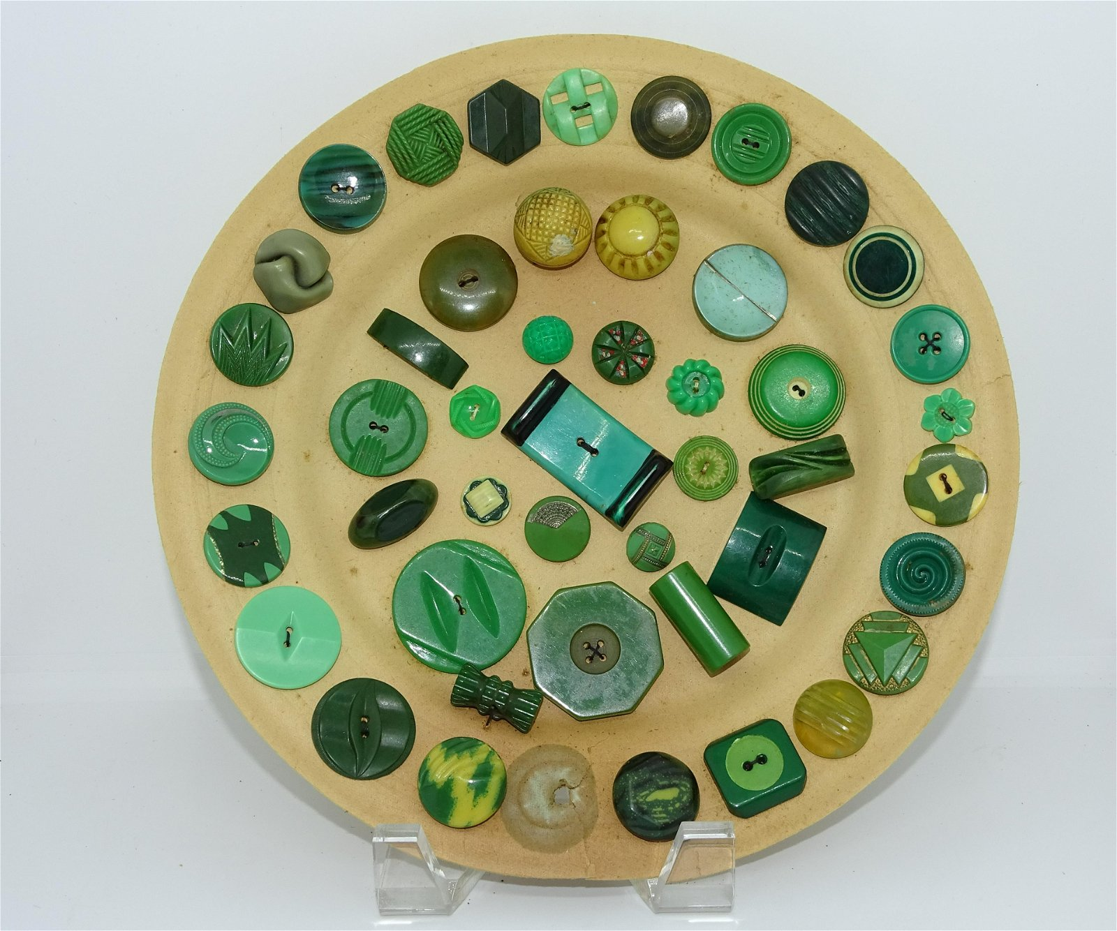 RARE GREEN-TONED BUTTON DISPLAY