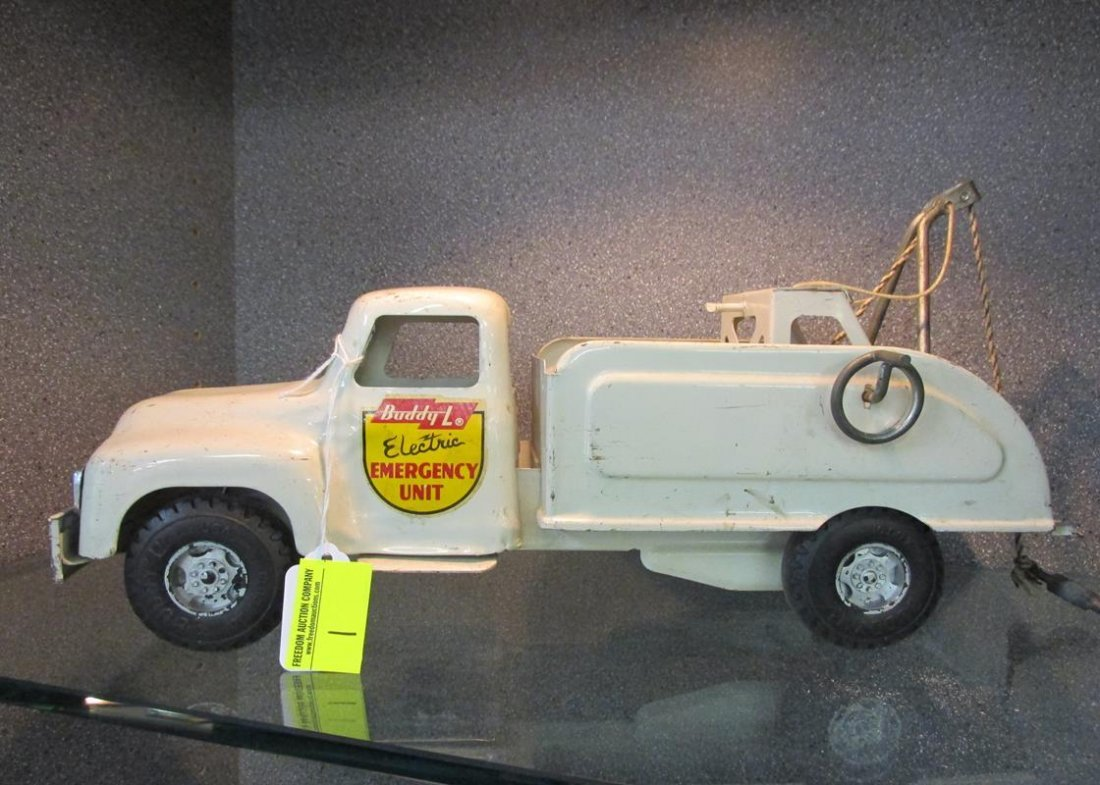 BUDDY-L ELECTRIC EMERGENCY UNIT TOW TRUCK TOY, 1950'S