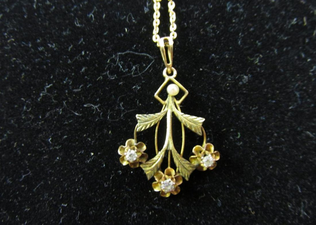 10K GOLD WITH DIAMOND PENDANT NECKLACE