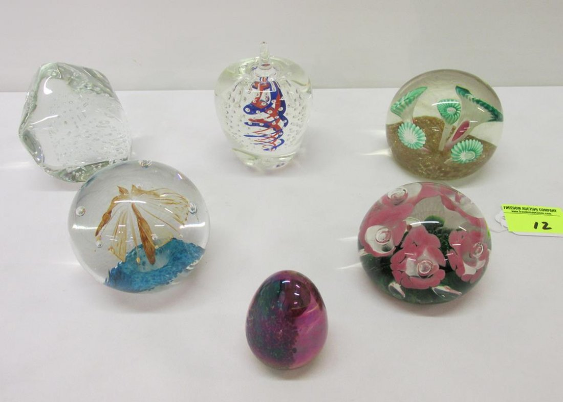 COLLECTION OF 7 ART GLASS PAPERWEIGHTS