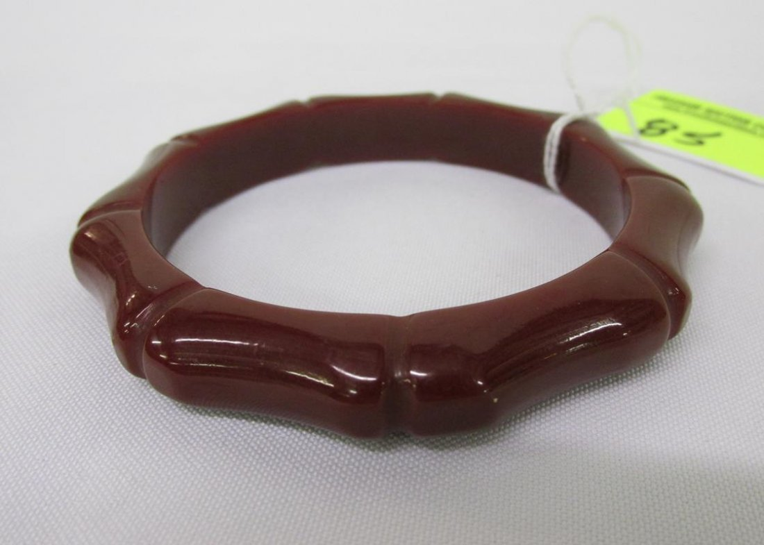 RED-BROWN BAKELITE BANGLE BRACELET