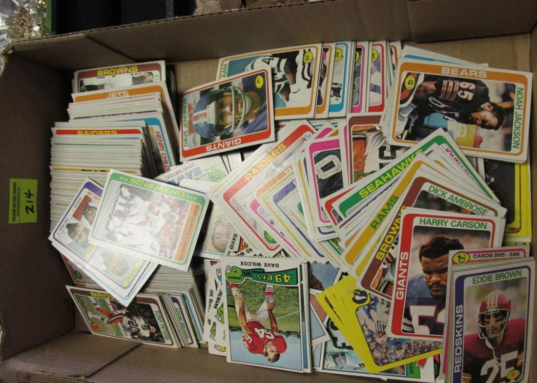 GROUPING OF 1970'S FOOTBALL CARDS