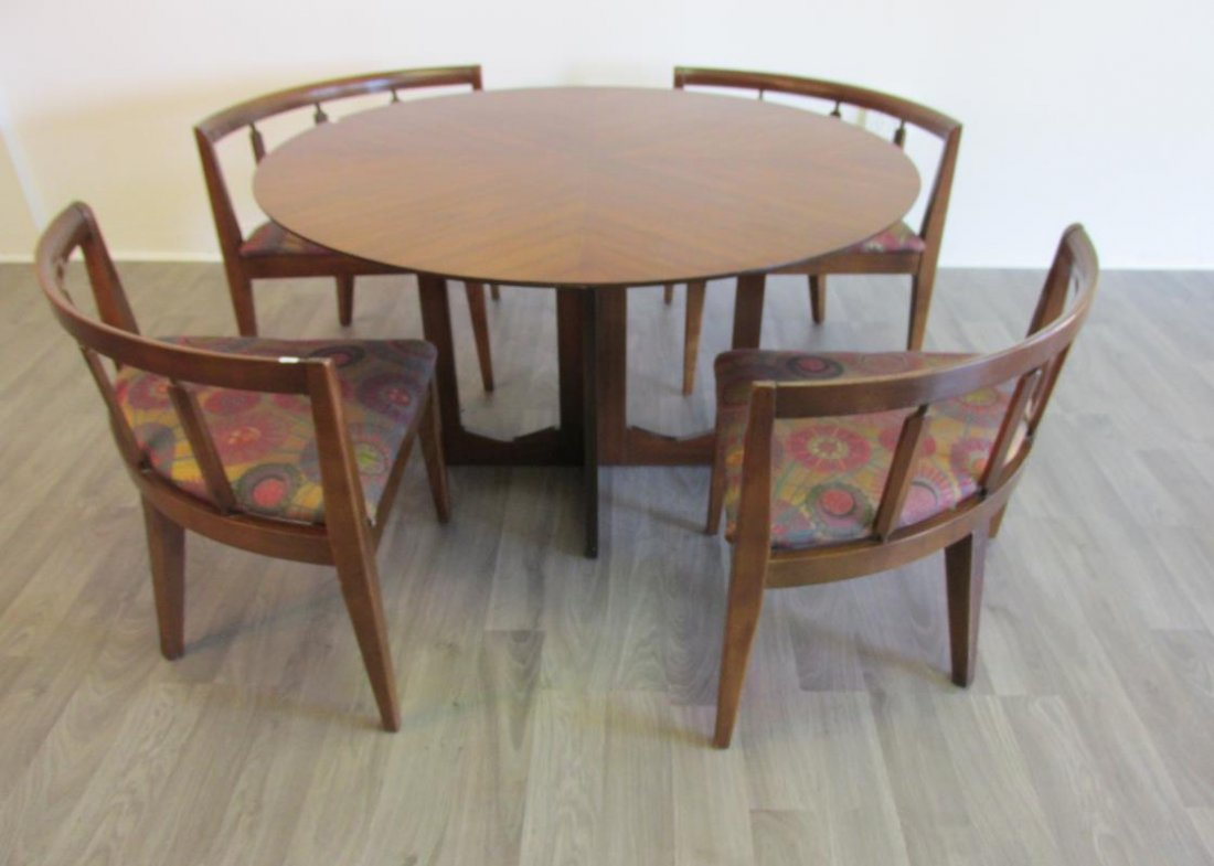 GAME TABLE WITH 4 NESTING STOOLS