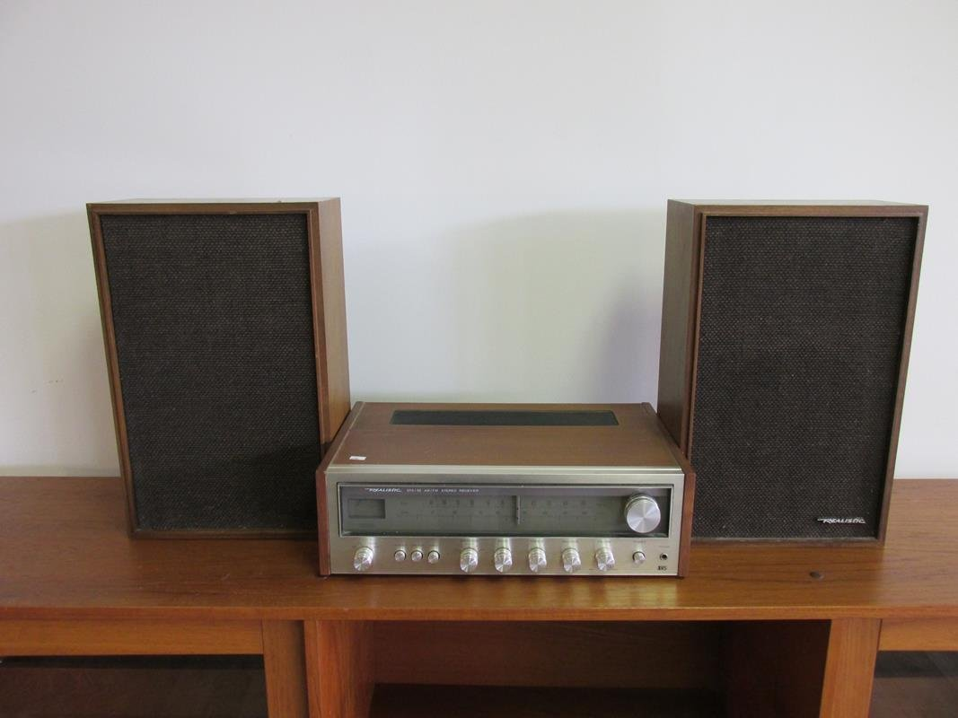 WALNUT REALISTIC #STA-52 STEREO WITH SPEAKERS