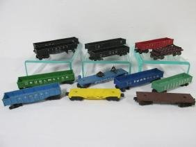 GROUPING OF LIONEL GONDOLAS AND FLAT CARS